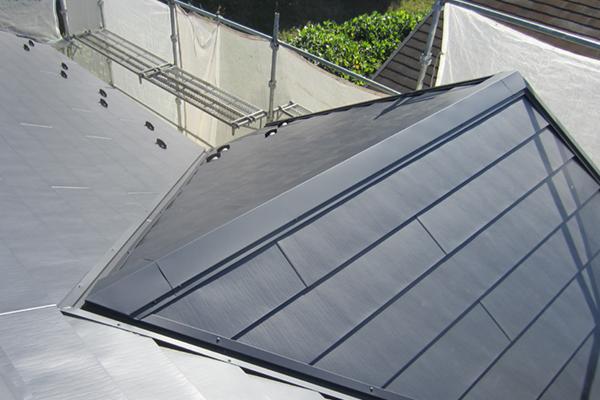 最長30年耐久のメーカー保証付きの屋根材!